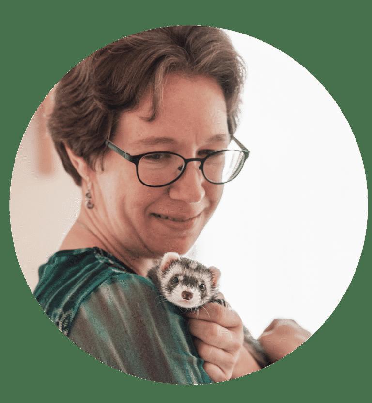 Elodie Barrillié et sa furette Fidjy